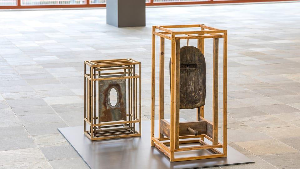 Zbyněk Sekal,  Schrein mit Glied,  1987 Schrein mit Loch,  undatiert,  Privatsammlung  (Foto: Johannes Stoll / Belvedere,  Wien © Bildrecht Wien,  2020)