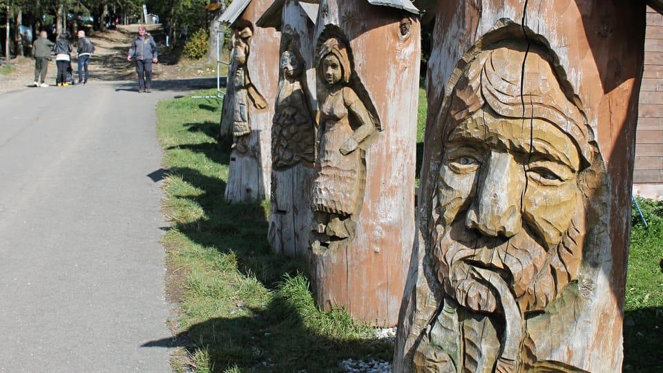 Holzskulpturen in Pustevny  (Foto: Ondřej Tomšů)