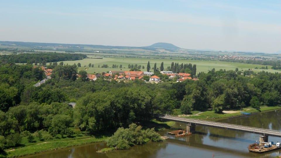 Blick auf den Berg Říp und die Elbe  (Foto: Magdalena Kašubová)