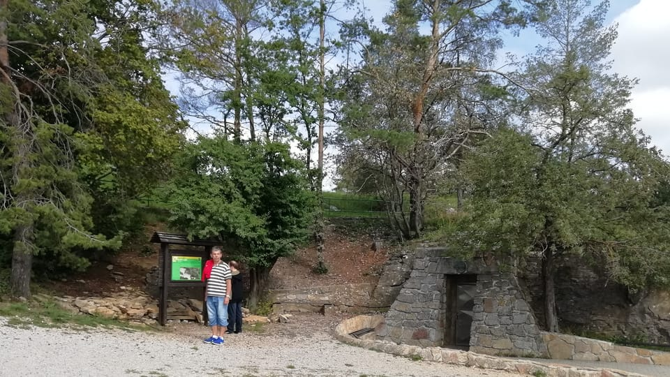 Eingang zur Koněprusy Höhlen  (Foto: Lenka Žižková)