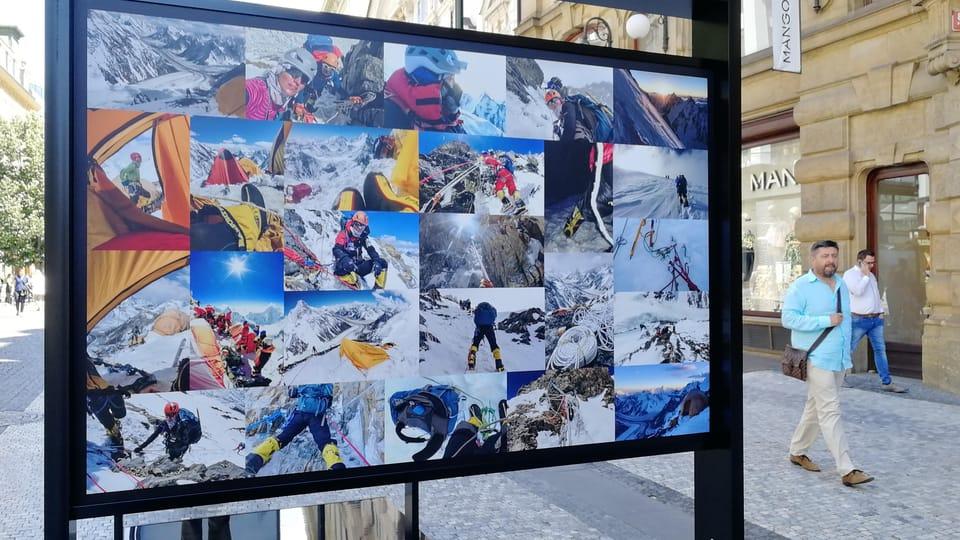 """Freiluft-Fotoausstellung vom K2 auf der Prager Straße """"Na Příkopě""""  (Foto: Štěpánka Budková)"""