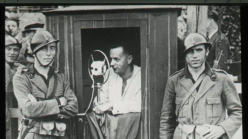 Josef Laufer kommentiert das Spiel zwischen Juventus Turin und Slavia Prag,  1932 | Foto: Nationalmuseum in Prag,  eSbírky,  CC BY 4.0