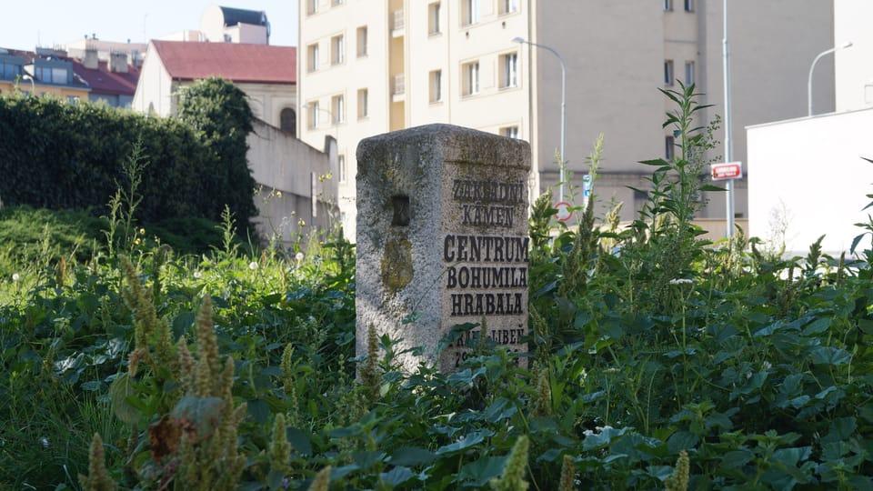 Grundstein des unrealisierten Bohumil-Hrabal-Zentrums   Foto: Radio Prague International