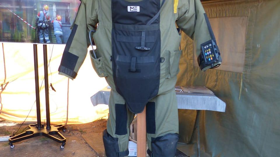 Sicherheits- und ABC-Anzüge  (Foto: Klára Stejskalová)