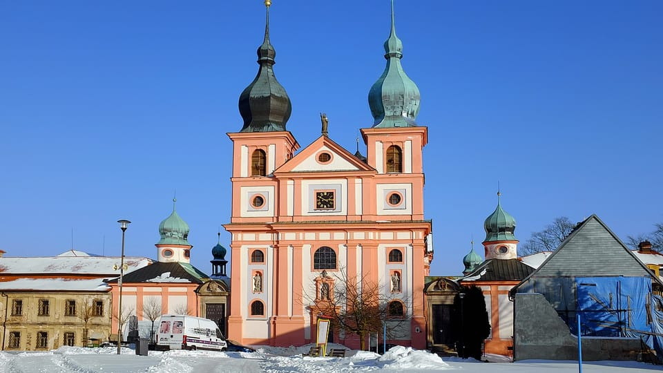 Wallfahrtsort Chlum Svaté Maří / Maria Kulm mit der Wallfahrtskirche Mariä Himmelfahrt und St. Maria Magdalena  (Foto: Lubor Ferenc,  CC BY-SA 4.0)
