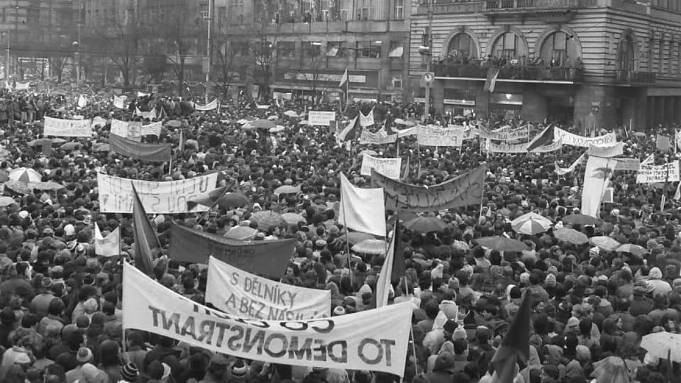 Kundgebung auf dem Wenzelsplatz 1989  (Foto: Dušan Bouška,  Archiv des Tschechischen Rundfunks)