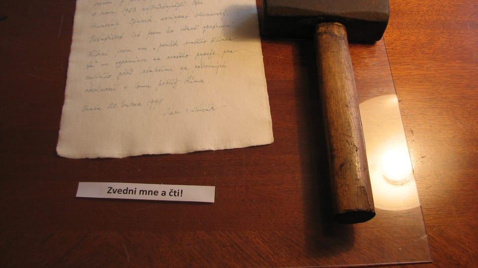 Ein Hammer,  mit dem der Abt in den 1960er Jahren arbeitete  (Foto: Martina Schneibergová)