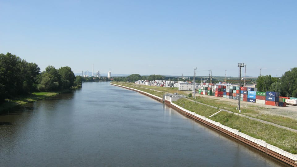 Flusshafen  (Foto: Dominik Jůn)
