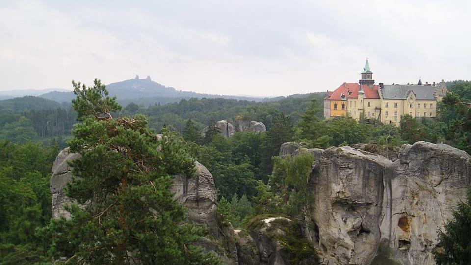 Burgruine Trosky und Schloss Hrubá Skála  (Foto: Magdalena Kašubová)