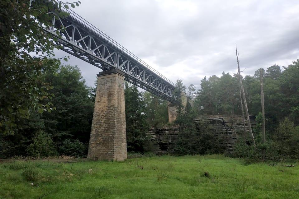 Eisenbahnbrücke in Zahrádky  (Foto: Bohumil Šimčík)