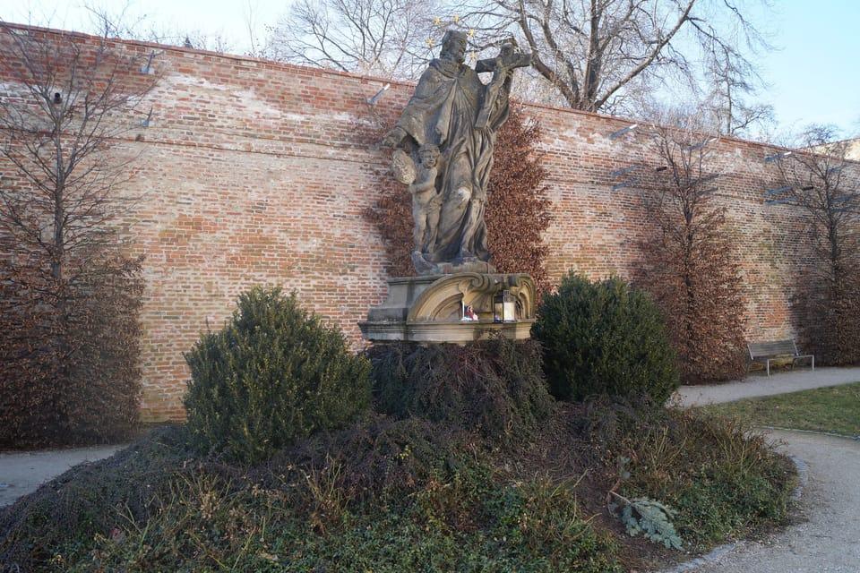 Statue des hl. Nepomuk  (Foto: Archiv Radio Prague Int.)
