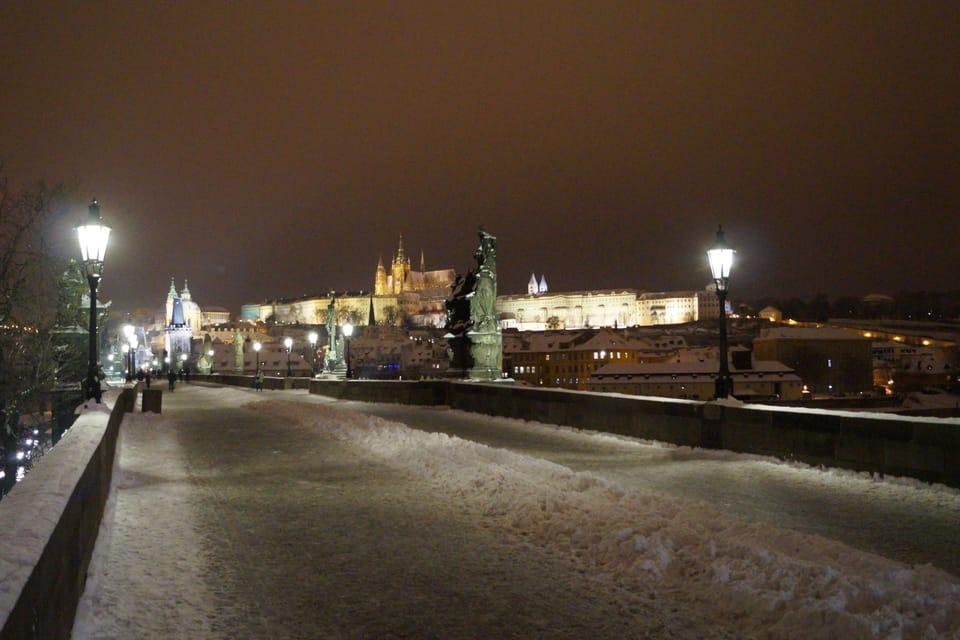 Blick auf die Prager Burg von der Karlsbrücke  (Foto: Archiv des Tschechischen Rundfunks - Radio Prague International)