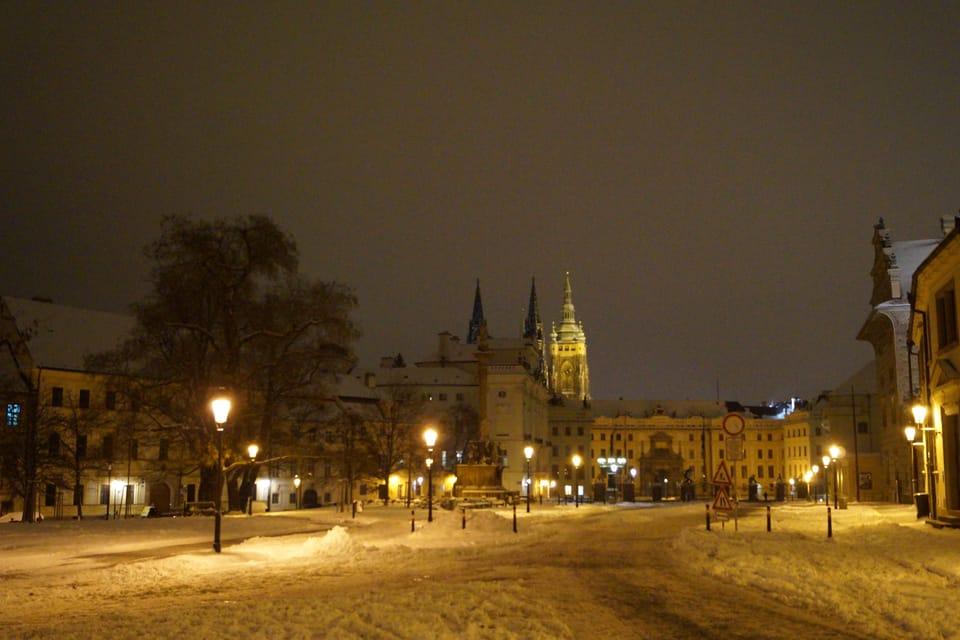 Prager Burg und Hradschiner Platz  (Foto: Archiv des Tschechischen Rundfunks - Radio Prague International)